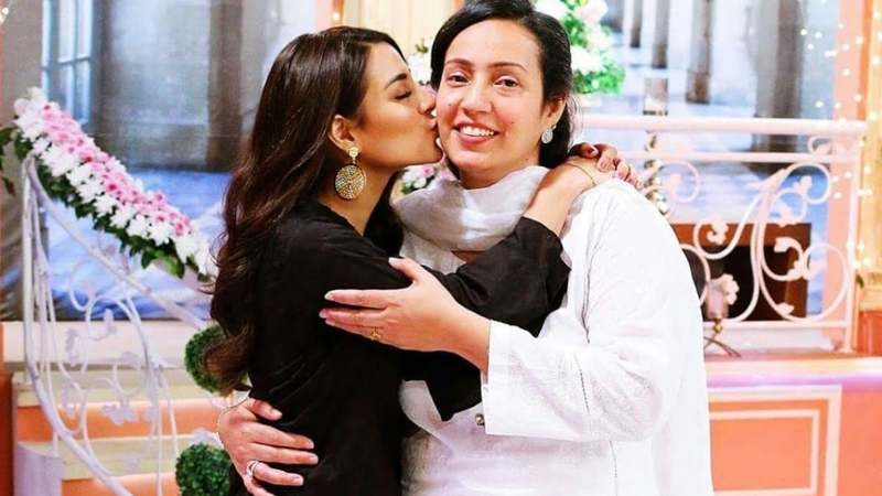 iqra aziz mother