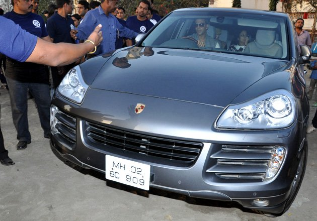 Akshay Kumar Porsche Cayenne