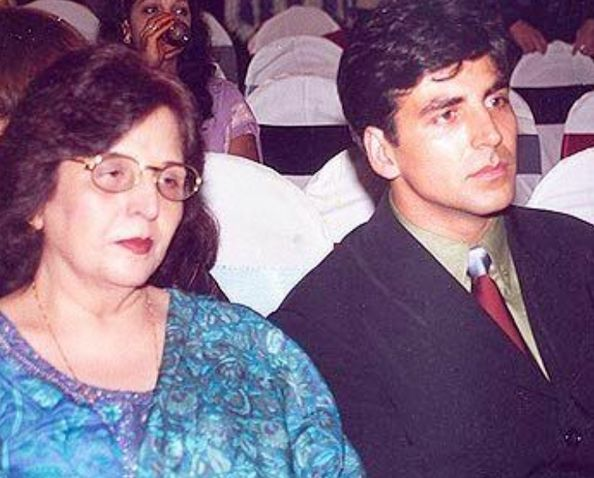 Akshay Kumar with his mother