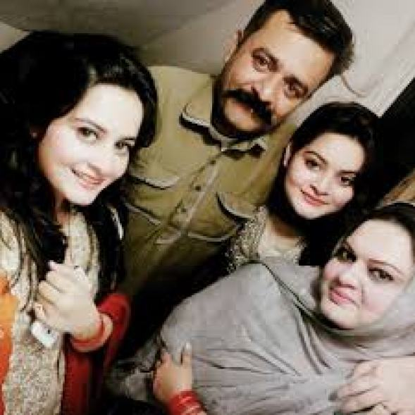 aiman khan parents