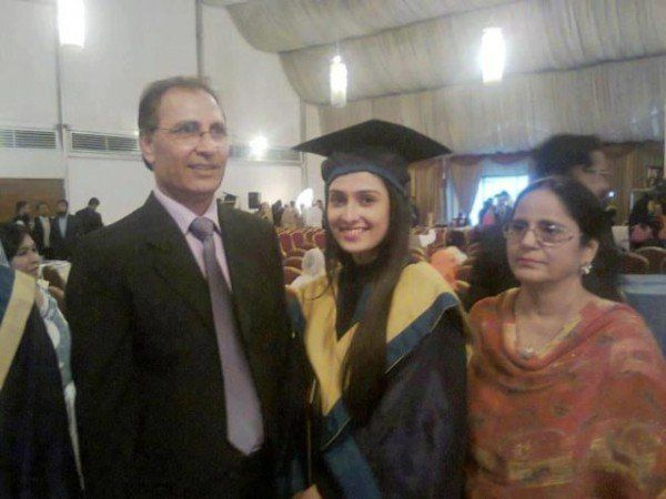 Ayeza khan parents