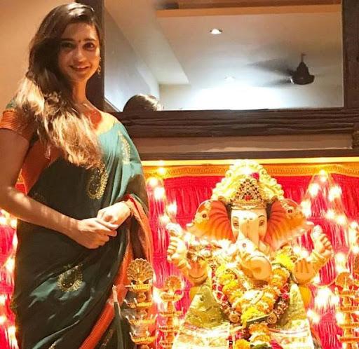 Shivani Surve with ganesha